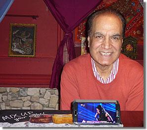 Singh Viktor élőben, leánya Viki, a Rising Star, mobilról...