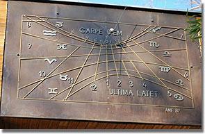A népligeti Planetárium napórájának tervezője az intézmény első igazgatója, Ponori Thewrewk Aurél volt (Neszrák Béla felvétele)