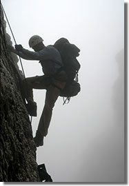A kis lépések taktikája: Lemászás a bizonytalanul mozgó létrákon
