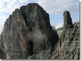 A Figari-út lenyűgöző látványa: a Brenta Alta és a Dolomitok legszebb tornya, a Campanile Basso