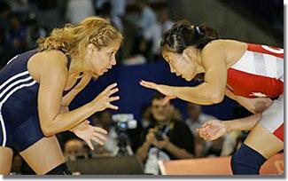 Carol Huynh (jobbról) a pekingi aranyos