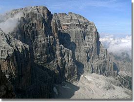 A Cima Tosa (3159 m) a Campanile Alto hágóból nézve