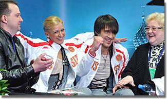 A Voloszozsar-Trankov műkorcsolya páros edzőikkel