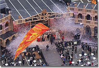 Szent Márk szárnyas oroszlánját a Szent Márk téren 12 szép szűz fogadja