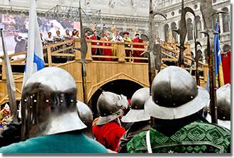 Mind a Campaniléből alá libegő előző évi Máriára várnak