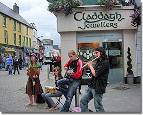 Galway óvárosa ír zenétől hangos